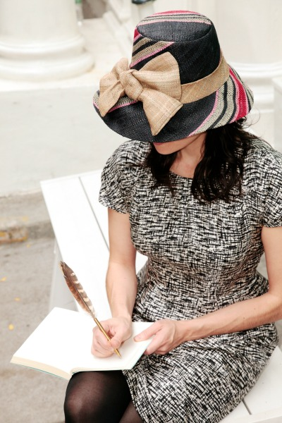 onigo-stylish-straw-hat-feather-pen
